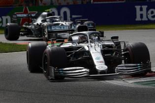 Opvallende uitspraak Hamilton: 'Het is voor ons geen geweldig jaar op motorgebied'