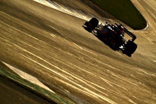 Ondertussen in de F1 | Video: Verstappen stapt in RB15