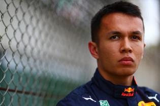 Albon reflecteert op incident in Brazilië: 'Lewis is niet de schuldige hier'