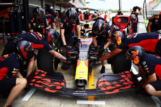 F1 gaat vergaderen over 'Red Bull-motor', Mateschitz dreigt met vertrek