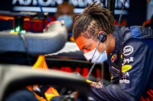 Doornbos verklaart protest Red Bull: 'Ze willen onrust stoken bij Mercedes'