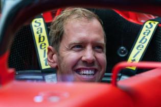Vettel heeft vertrouwen: 'Heb aandelen gekocht in Aston Martin'
