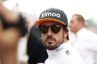 Alonso sneert naar Hamilton: 'Alleen kampioen omdat hij zo'n goede auto heeft'
