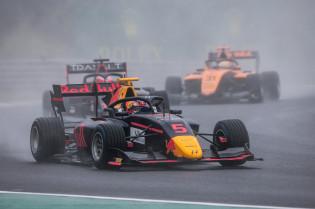 Onderweg naar F1   Tactiek en talent in de F2, Viscaal zet wereldprestatie neer