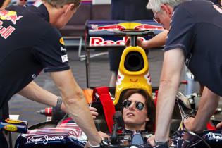 F1 Kijktip | Tom Cruise parkeert Red Bull-bolide in de grindbak