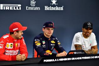 Vettel: 'Zal dit jaar wel weer geen kerstkaart terug krijgen van Verstappen'