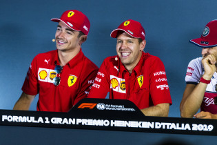 Vettel en Hamilton schuiven aan bij persconferentie GP Australië