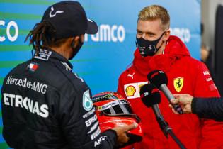 Hamilton na zijn recordevenaring: 'Ik had al een helm van Michael'