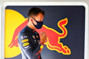 Albon over zijn stoeltje in 2021: 'Ik voel steun van Red Bull'