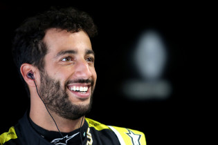Ricciardo ziet podiumkansen groter worden: 'Zitten echt dichtbij'