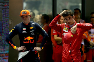 Verstappen begrijpt Ferrari: 'Ze moesten wel om die 1-2 veilig te stellen'