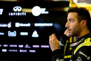 Ricciardo door het stof: 'De Renault-motor is nog niet lang meegegaan'