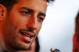 Ricciardo over juichende fans na crash: 'Kinderachtig'