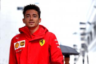 Leclerc wijst naar Vettel na startcrash: 'Zijn slechte start leidde mij af'