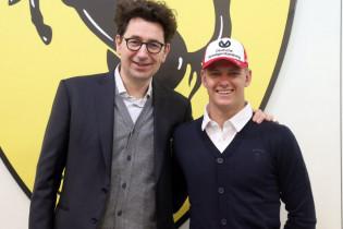 Mick Schumacher test in Bahrein voor Alfa Romeo en Ferrari