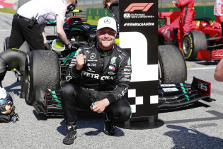 Video   Zo verliep de aangepaste podiumceremonie van de Formule 1