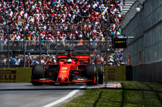 Villeneuve hekelt regels na straf Vettel: 'Spelen hier geen Monopoly'