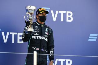 Bewondering binnen de Mercedes-garage: 'Hamilton is daar een fenomeen in'