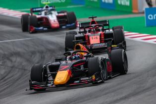 Onderweg naar F1 | MP Motorsport-feestje bij de Formule 2 in Barcelona