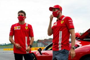 Ondertussen in Rusland | Vettel onder indruk van voetbalvaardigheden Leclerc