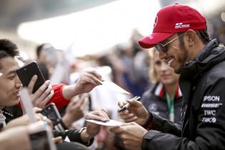 Hamilton blij na goede start in China: 'Eerste races waren best zwaar voor mij'