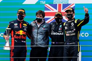Ricciardo begrijpt frustraties Verstappen: 'Dat is een ondankbare plek'