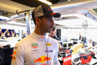 Hughes: Rosberg en Baku zorgden ervoor dat Ricciardo niet naar Mercedes ging