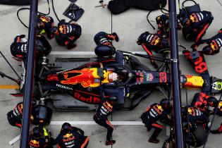'Red Bull en Ferrari twee tienden in het voordeel bij pitstops dankzij nieuwe regel'