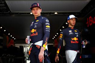 Verstappen ziet korte bedreiging aan achterzijde: 'McLaren erg sterk op rechte stuk'