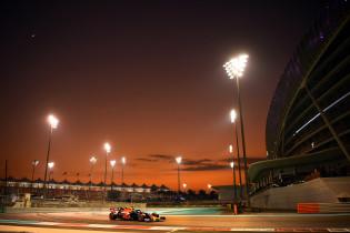 Uitslag eerste testdag Abu Dhabi | Verstappen zevende, touché tussen Vettel en Perez