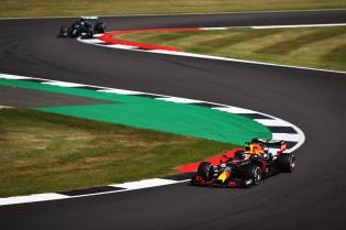 Doornbos snapt niks van boordradio Hamilton: 'Waarom zou Red Bull valsspelen?'