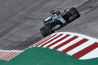 Ondertussen in de F1 |Hamilton geïrriteerd: 'Hij staat gewoon stil'