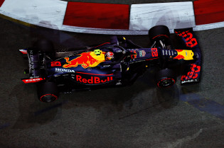 'Red Bull verloor in Japan acht tienden op Ferrari door kleine achtervleugel'