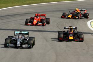 Rosberg steunt Hamilton na Albon-incident: 'Albon zette deur wagenwijd open'