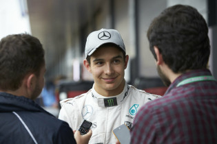 Ocon aan het lijntje gehouden: 'Mercedes bepaalt wat er daarna gebeurt'