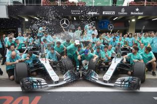 Lowe voorspelt titel voor Mercedes: 'Wordt lastig ze te verslaan'