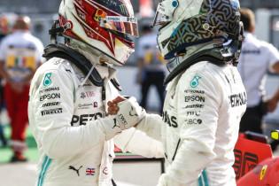 Pijnlijk: Bottas moet van Mercedes video's van inhalende Hamilton bekijken
