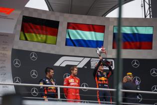 Verstappen viert feest: 'Geweldig om hier te winnen'
