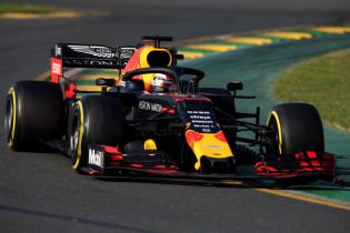 AMS: 'Red Bull-wagen het kortst, Mercedes verbetert snelheid met hoek bodemplaat'