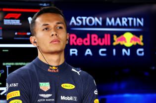 Albon niet, Verstappen en Ricciardo wel: 'Wonnen in eerste zeven races al een GP'