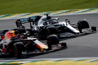 Mol: 'Niet alleen Ferrari, ook Mercedes was iets aan het proberen tot ingreep FIA'