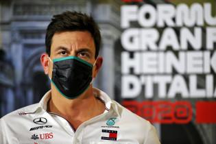 Doornbos verklapt: 'Wolff verkoopt Mercedes-aandelen voor 300 miljoen dollar'