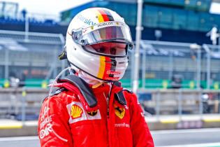 Vettel verrast: 'Ferrari in middenveld met McLaren en Renault'