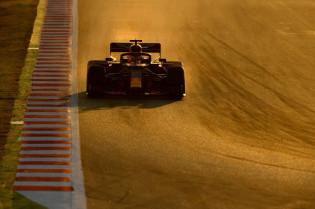 Live F1 16.00u | Albon maakt minuten na moeizame start voor Red Bull