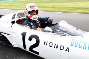 Van der Garde: 'Max zou niet bijtekenen als hij niet weet met welke motoren hij straks rijdt'