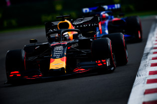 Verstappen imponeert tijdens kwalificatie met pole, Bottas hard van de baan