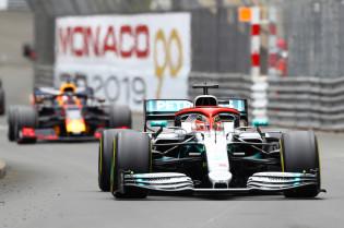 Verstappen kon Hamilton volgen: 'Was moeilijker als hij op de harde band reed'