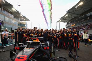 Pitstop Verstappen snelste van GP Abu Dhabi, Red Bull wint seizoensaward