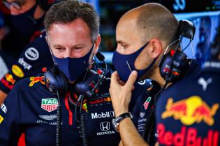 Horner verbijsterd door Mercedes: 'Ze hebben de lat erg hoog gelegd'