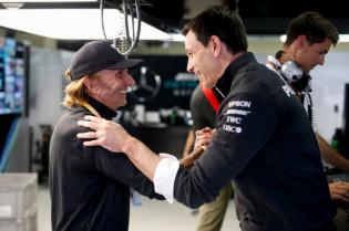 Wolff snapt Vettel, maar vindt straf terecht: 'Het spijt me niet'